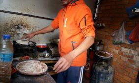 Diya's vader bakt chapati's
